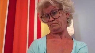 foto einer fetten, nackten mutter mittleren alters
