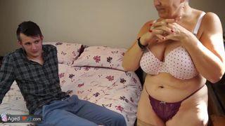 Asiatische Oma will Sex mit einem jungen Mann