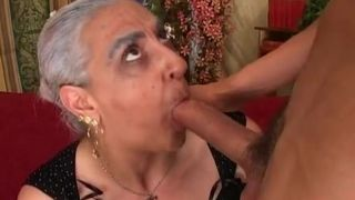 Asiatische Omas Busen gekommen