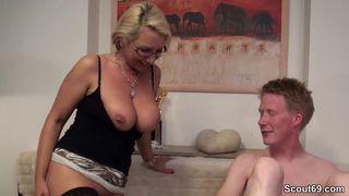 Deutsche Hausfrau beim Sex gefilmt