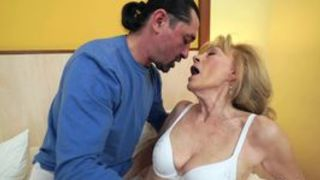 Deutsche Oma dreht ersten Porno