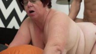 Dicke reife Frau von hinten gefickt