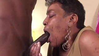 Die Hänge Titten eine ältere Dame