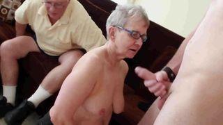 Erotische Massage für Oma, geiler Omasex