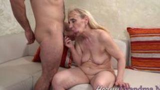 Extrem behaarte Mature beim Porno Casting