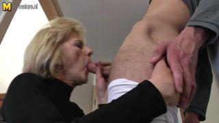 Haarige Oma beim Frauenarzt
