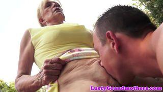 Inzest Sohn fickt seine Oma