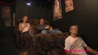 Junge Teen ficken mit dem Lehrer in Pornos