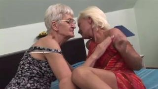 Kostenlose Pornos mit Omasex