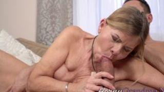 Oma beim ersten spiele muschi