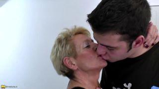 Oma Porno – Omi poppt mit Sexspielzeug