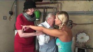 Oma und ihre versauten Pornofreunde