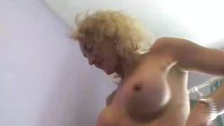 Sexy Oma aus Lateinamerika Blaest meinen Schwanz