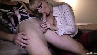 Teengirl mit dicken Titten und Schmollmund