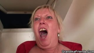 Unersättliche Dame befiehlt die extreme Tortour