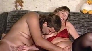 Versaute Oma ist richtig Sexsüchtig