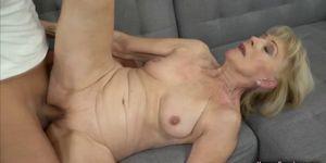 Harter Sex für blonde Oma Milf