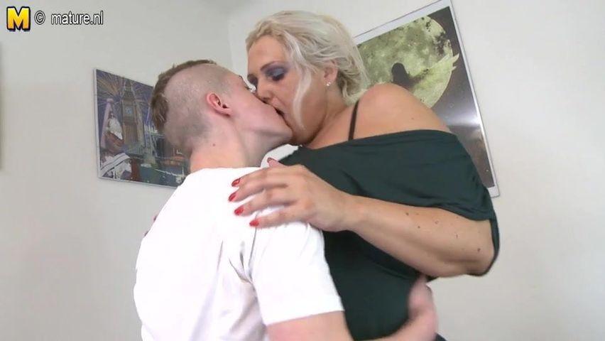 Oma mit dicken Titten will Sperma