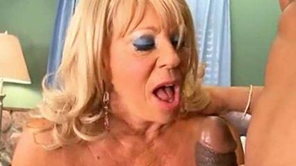 Blowjob Oma bläst bis zum Sperma Schuss
