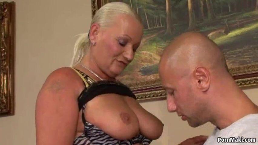 Geile Oma wird im Alt fickt jung Porno