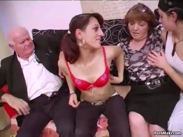 Swingerclub besuch von reifen Omasex