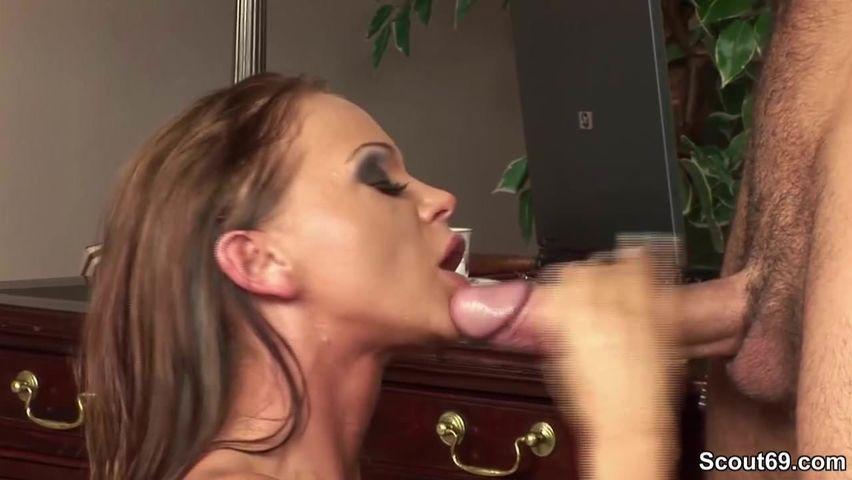 Diese vollbusige Frau liebt harte Männerschwänze